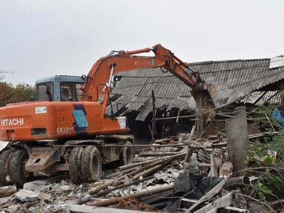 湘桥区整治凤山村生猪养殖污染出实招--占地约6.2亩的违规搭建物拆了