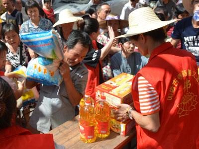湘桥区佛教协会开展扶贫济困活动
